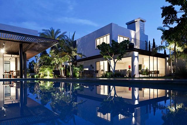 Elegant modern house in Tel Aviv