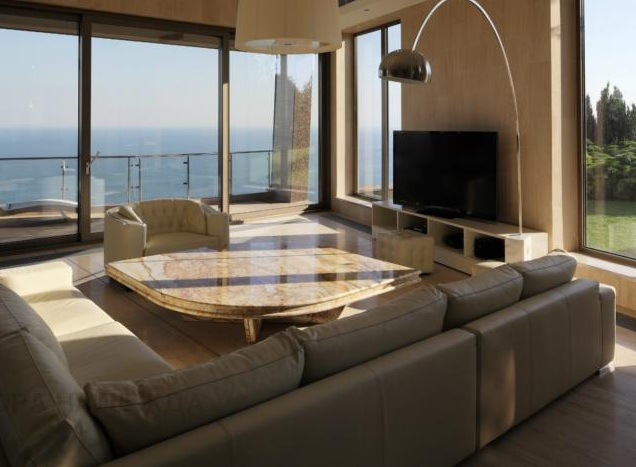 Seaview House livingroom