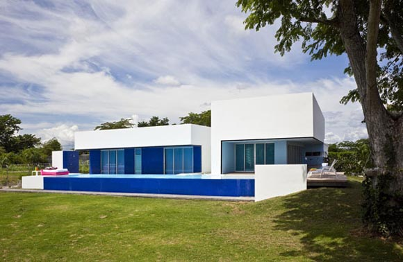 Sinu River House in Colombia