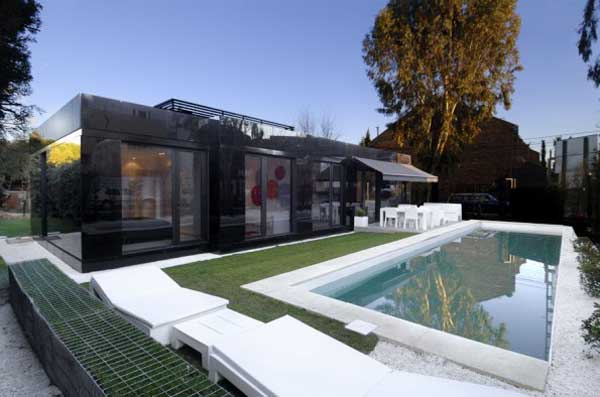 Black prefabricated house in Spain