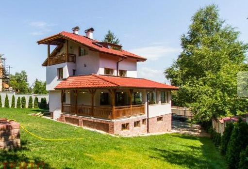 House facing Vitosha mountain